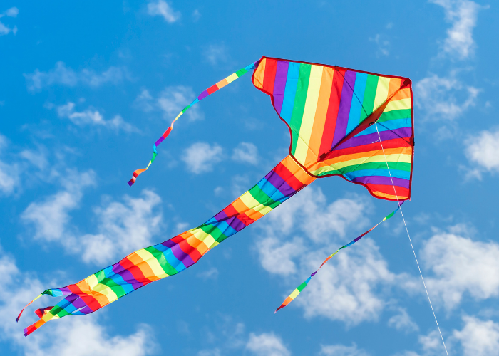 Delta kite with 3 tails