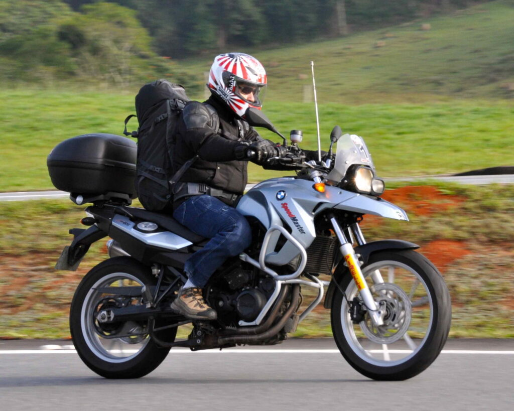 Motorbike with an anti-kite-line device (antenna) in between the handlebars.